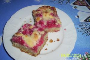 Rybízový koláč s kokosovou drobenkou