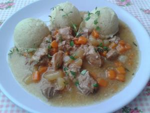 Dušené telecí maso (Veal stew)      v kedlubnách