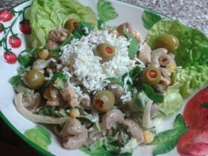 Těstovinový salát s Pak Choi a krůtím masem