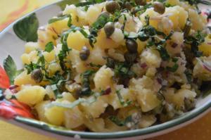 Lehký bramborový salát s medvědím česnekem