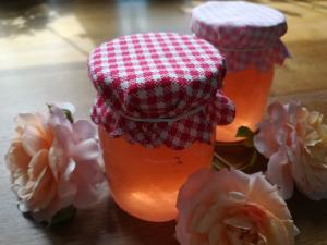 Želé z okvětních lístků růží