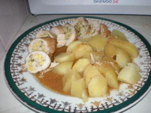 Kuřecí rolka s petrželkovou vaječinou