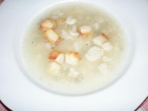 Květáková polévka se smaženou houskou