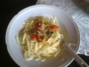 Špagety s rajčaty a bazalkou