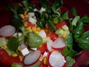 Zeleninový salát s polníčkem a kukuřicí