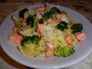 Tagliatelle s lososem a brokolicí