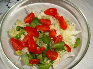 Míchaný salát s rajčátky