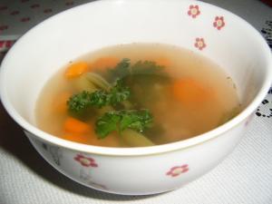 Uzená polévka se zeleninou a kroupami